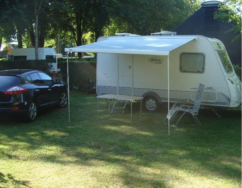 caravane avec auvent occasion annonces de caravanes d 39 occasion caravane occasion. Black Bedroom Furniture Sets. Home Design Ideas