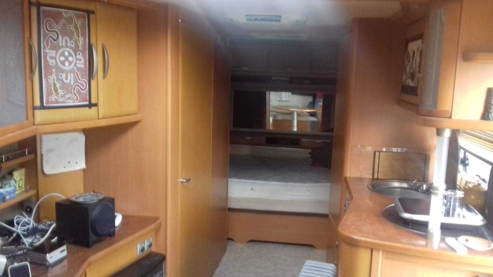 caravane forain interieur beautiful interieur de caravane on decoration d moderne la caravane. Black Bedroom Furniture Sets. Home Design Ideas