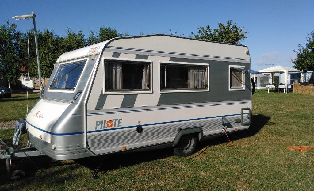 caravane occasion pilote 405 caravane occasion. Black Bedroom Furniture Sets. Home Design Ideas