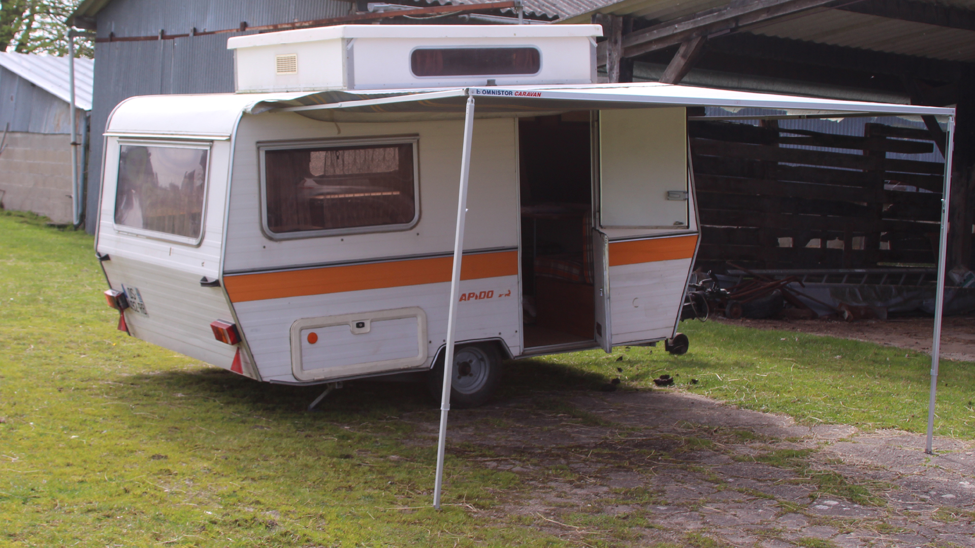 caravane surbaiss e occasion annonces de caravanes d 39 occasion caravane occasion. Black Bedroom Furniture Sets. Home Design Ideas