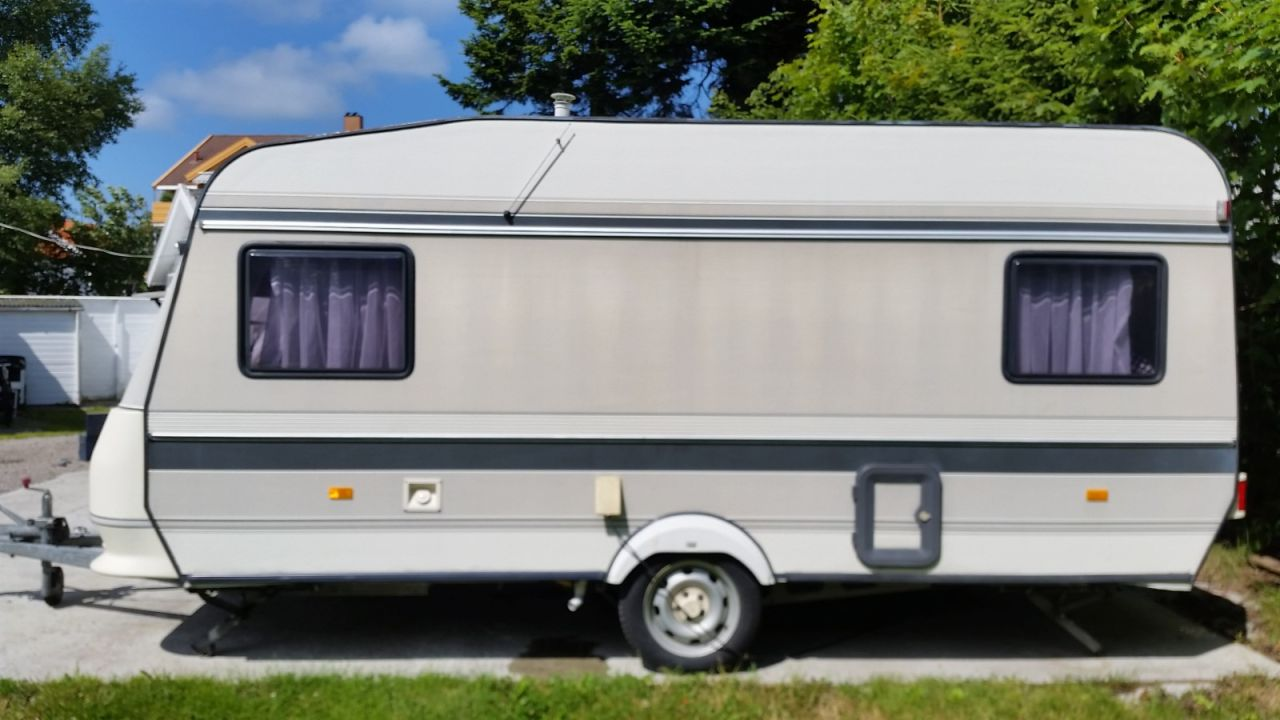 caravane hobby 1020 caravane occasion. Black Bedroom Furniture Sets. Home Design Ideas