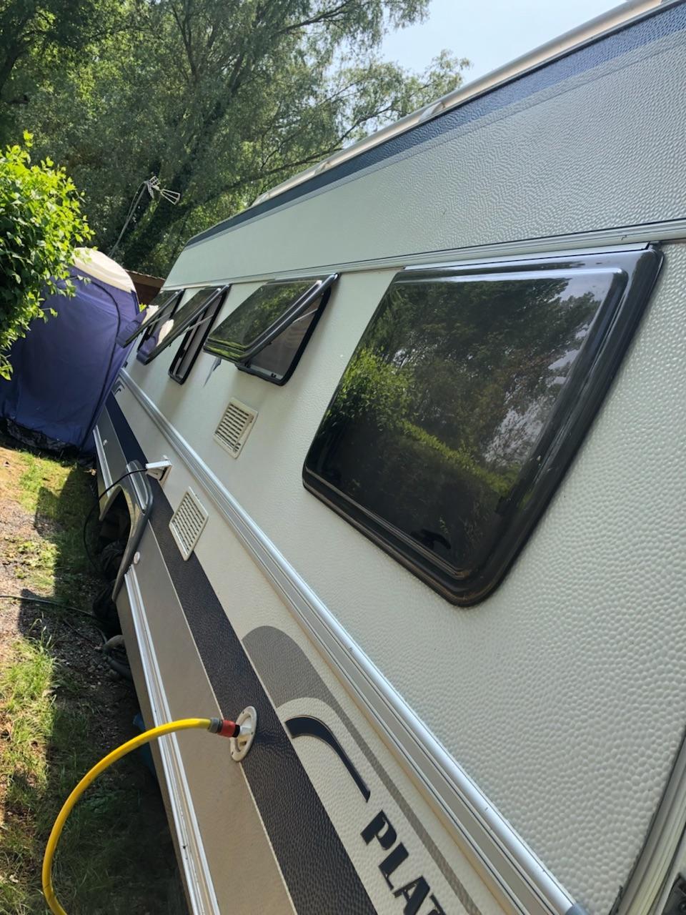 caravane cote.jpg
